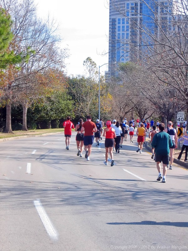 Along Allen Parkway to the finish -- 3 miles to the finish.